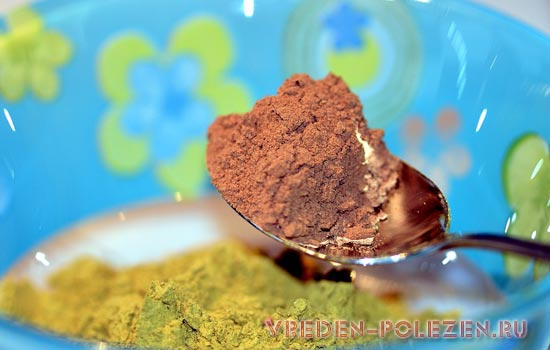 Смесь хны и какао дает оттенок красного дерева