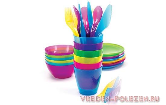 Пластиковая посуда очень популярна из-за низкой стоимости