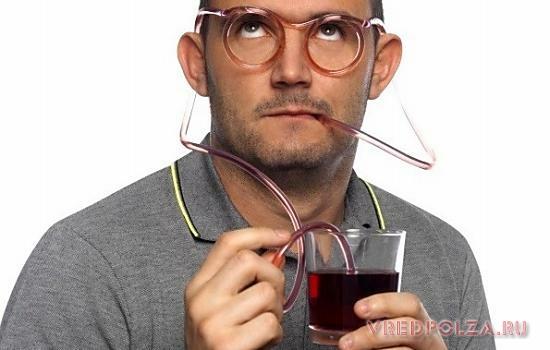Для предотвращения негативного влияния уксусных напитков на зубную эмаль рекомендуется их прием через трубочку