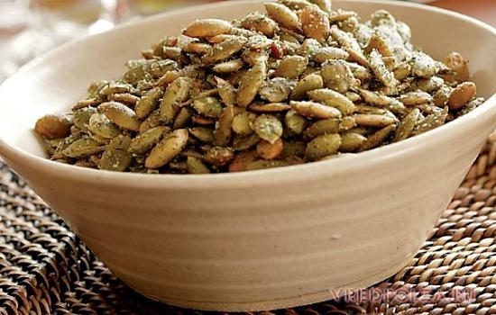 Жареные семечки тыквы, приправленные солью, противопоказаны при ожирении, заболеваниях пищеварения
