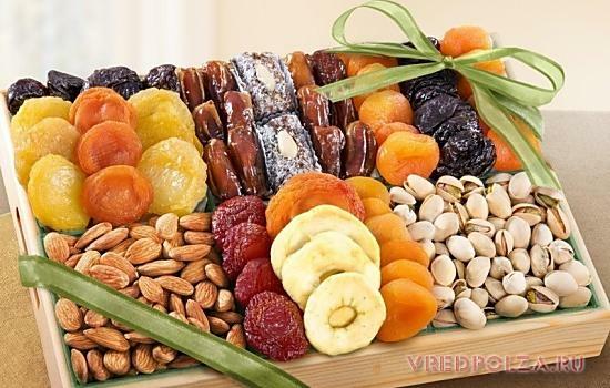 Лучше всего использовать в рационе беременных и кормящих мам натуральные сладкие продукты