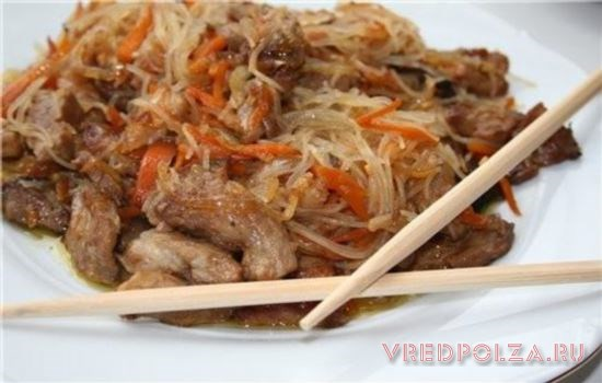 Приготовленная в домашних условиях фунчоза с говядиной – вкусное и питательное блюдо
