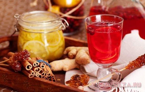 Имбирный чай прекрасно сочетается с корицей, лаймом, медом, любыми пряностями